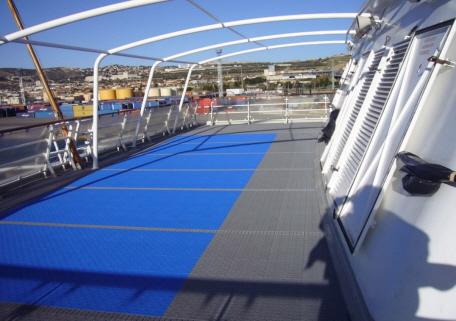Neuer Decksbelag auf Kreuzfahrtschiff